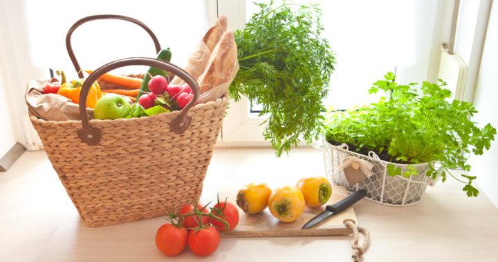 cesta de frutas, verduras e legumes, alimentos saudáveis