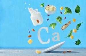 nutry-alimentos-variados-ricos-em-cálcio-caem-sobre-prato-ca-cálcio