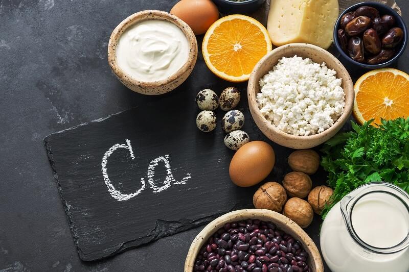 nutry-alimentos-ricos-em-cálcio-vitaminas-e-minerais-nozes-ovos-laticínios-tâmaras