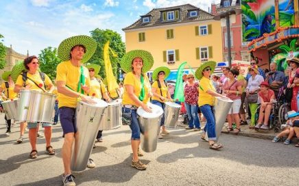 grupo-de-percussao-as-ruas-durante-carnaval
