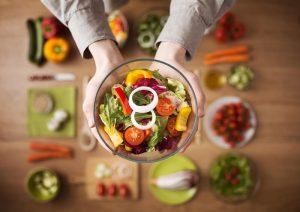 comida vegetariana no prato para servir