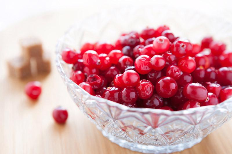 cranberries-maduros-tigela-vidro-nutrimental-super-frutas-cranberry