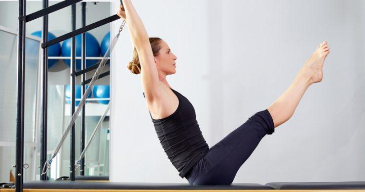 mulher-praticando-pilates